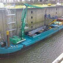 Door de mobile hoogwerker in het schip te plaatsen kan er op hoogte gewerkt worden en tegelijkertijd ook onderdelen bij gehesen worden