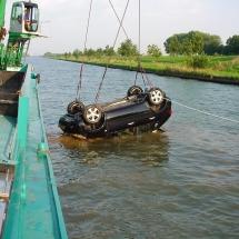 Een auto die wij voor de verzekeringsmatschapij geborgen hebben in samenwerking met duikers